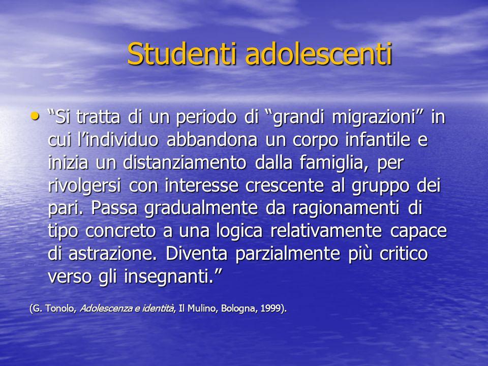 Studenti adolescenti Si tratta di un periodo di grandi migrazioni in cui lindividuo abbandona un corpo infantile e inizia un distanziamento dalla fami