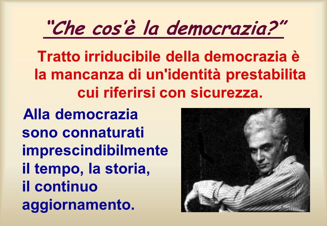 Che cosè la democrazia? Tratto irriducibile della democrazia è la mancanza di un'identità prestabilita cui riferirsi con sicurezza. Alla democrazia so