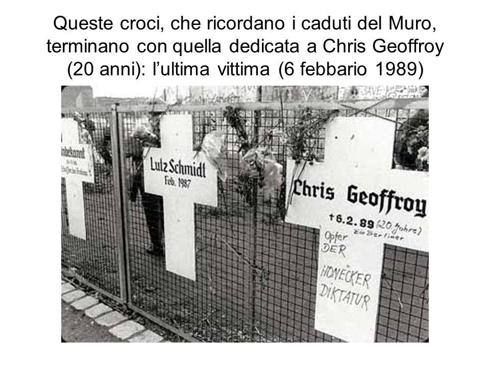 Queste croci, che ricordano i caduti del Muro, terminano con quella dedicata a Chris Geoffroy (20 anni): lultima vittima (6 febbario 1989)