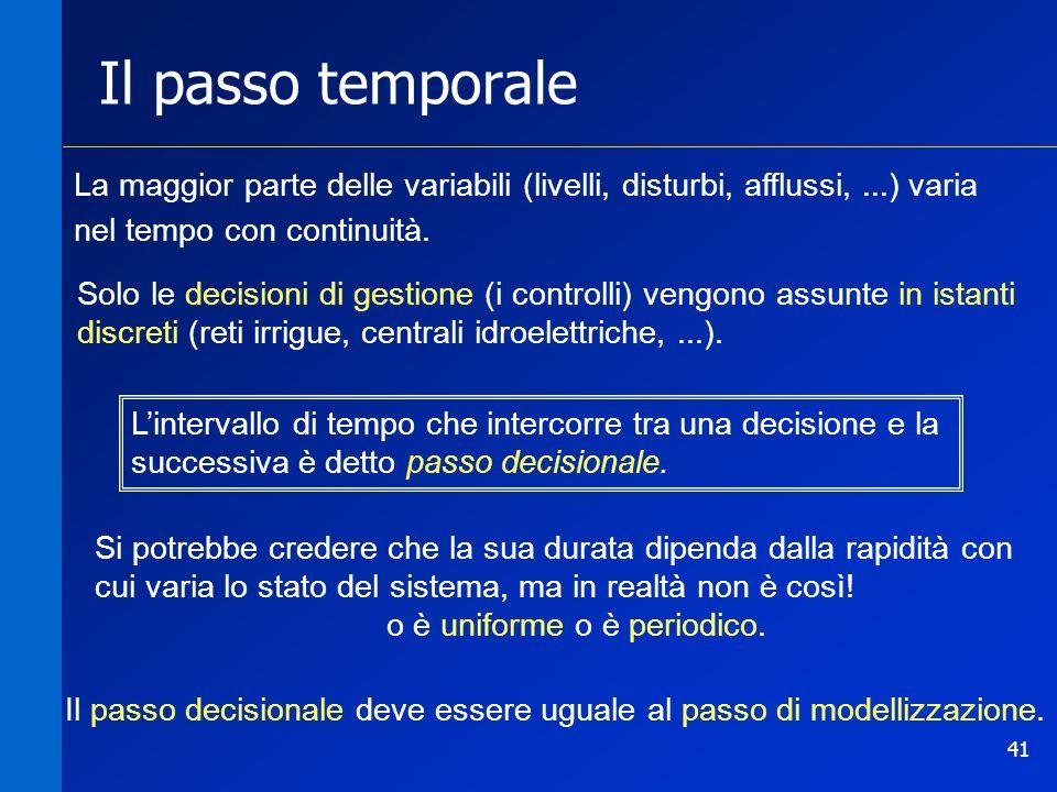 41 Il passo temporale La maggior parte delle variabili (livelli, disturbi, afflussi,...) varia nel tempo con continuità. Solo le decisioni di gestione