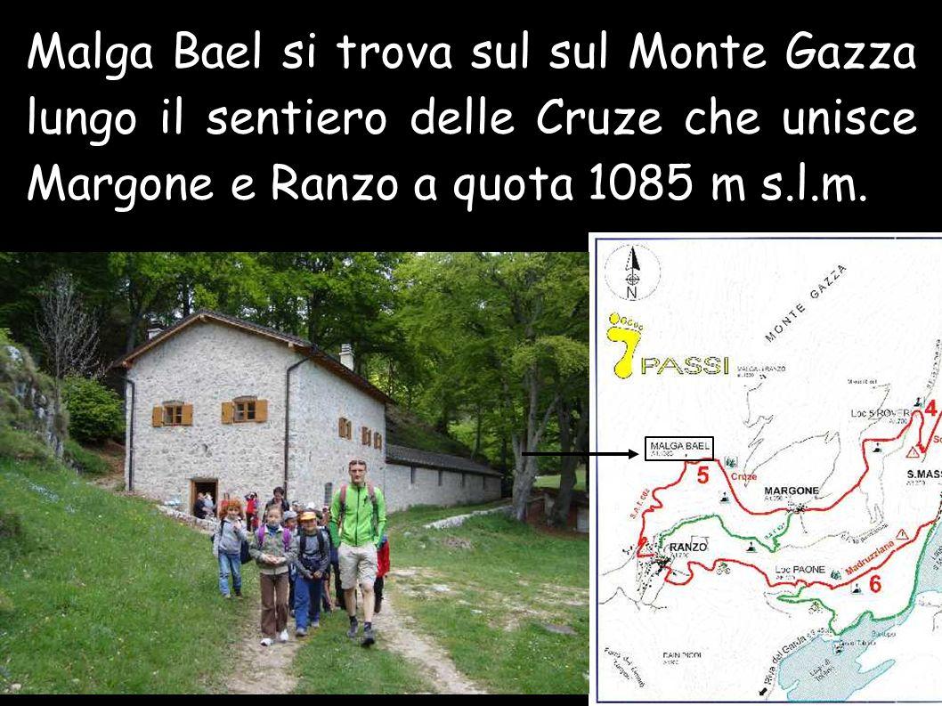Malga Bael si trova sul sul Monte Gazza lungo il sentiero delle Cruze che unisce Margone e Ranzo a quota 1085 m s.l.m.