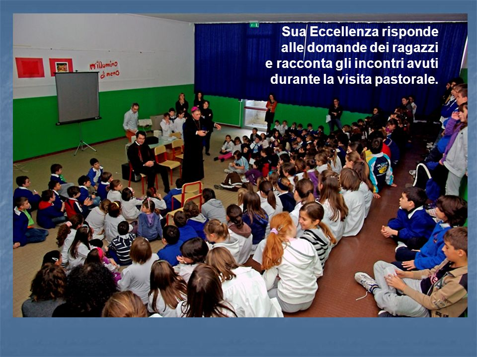Sua Eccellenza risponde alle domande dei ragazzi e racconta gli incontri avuti durante la visita pastorale.