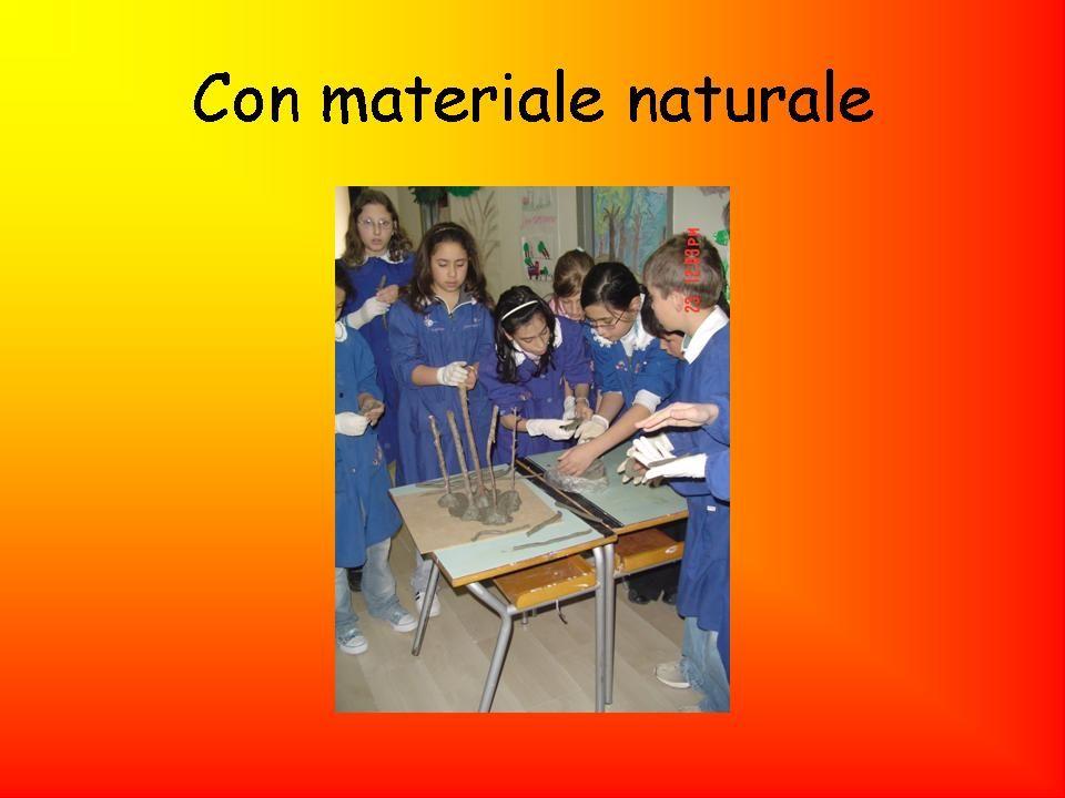 Con materiale naturale