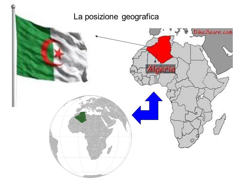 Confina a nord con il mar Mediterraneo, mentre le frontiere terrestri si dividono con la Tunisia a nord est, la Libia a est, il Niger a sud est, il Sahara occidentale, la Mauritania e il Mali a sud ovest, per terminare con il Marocco ad ovest.