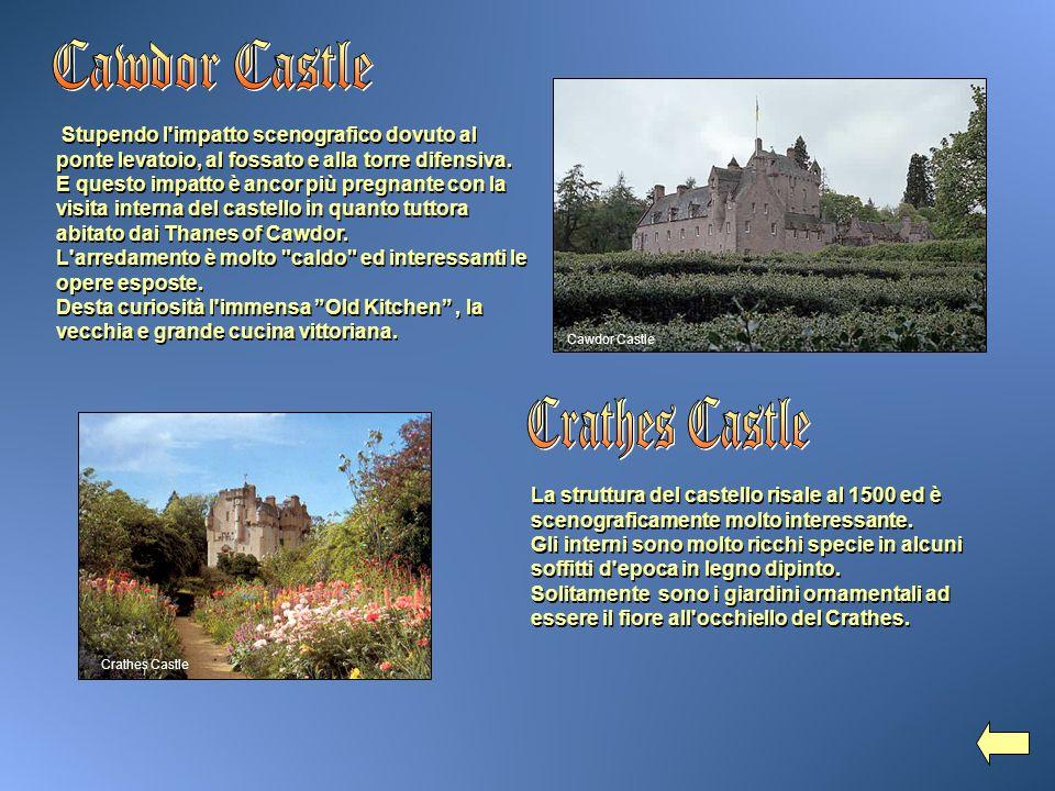 La struttura del castello risale al 1500 ed è scenograficamente molto interessante. Gli interni sono molto ricchi specie in alcuni soffitti d'epoca in
