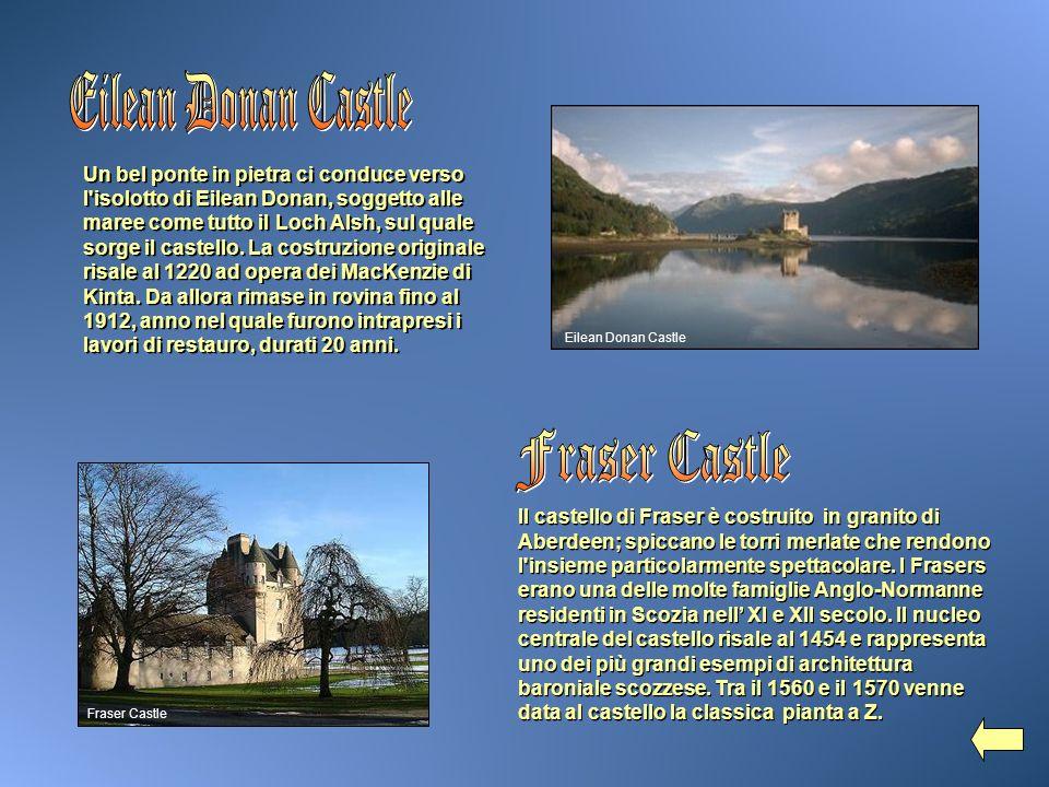 Un bel ponte in pietra ci conduce verso l'isolotto di Eilean Donan, soggetto alle maree come tutto il Loch Alsh, sul quale sorge il castello. La costr