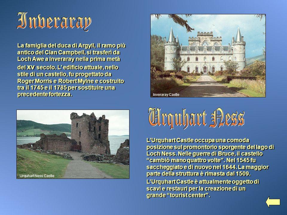 La famiglia del duca di Argyll, il ramo più antico del Clan Campbell, si trasferì da Loch Awe a Inveraray nella prima metà del xv secolo. L edificio a