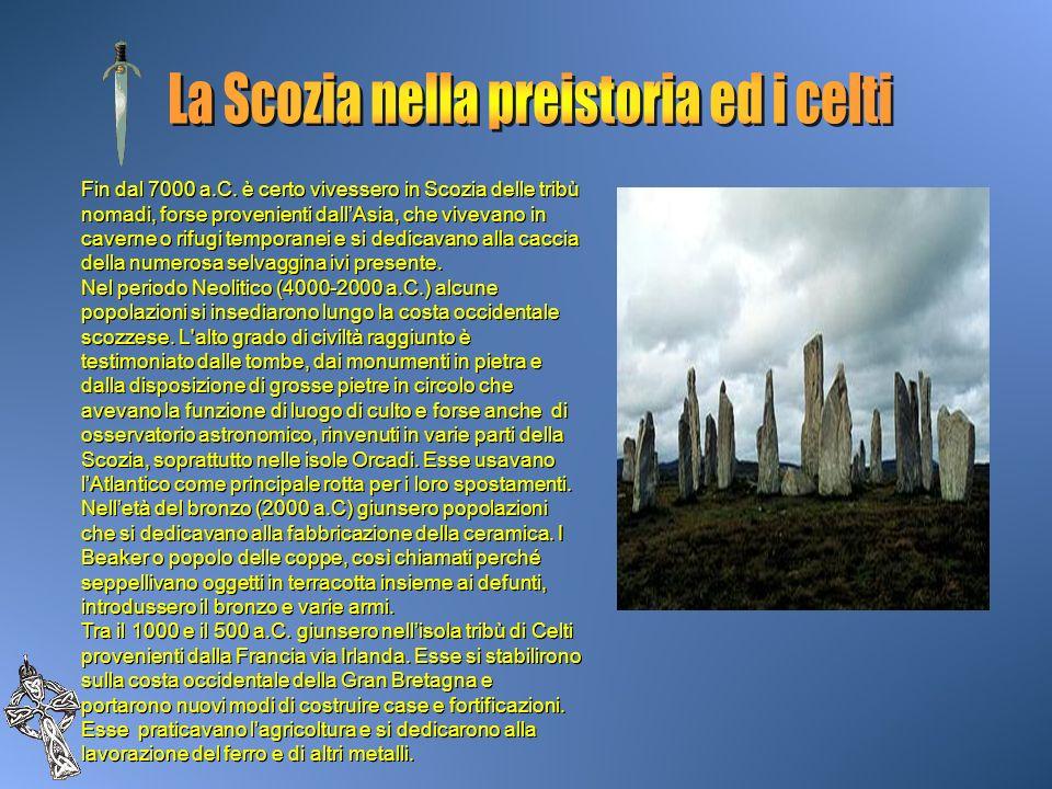 Fin dal 7000 a.C. è certo vivessero in Scozia delle tribù nomadi, forse provenienti dallAsia, che vivevano in caverne o rifugi temporanei e si dedicav