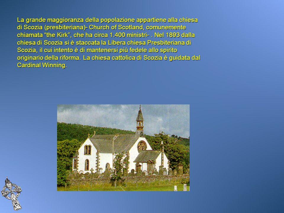 La grande maggioranza della popolazione appartiene alla chiesa di Scozia (presbiteriana)- Church of Scotland, comunemente chiamata the Kirk, che ha ci