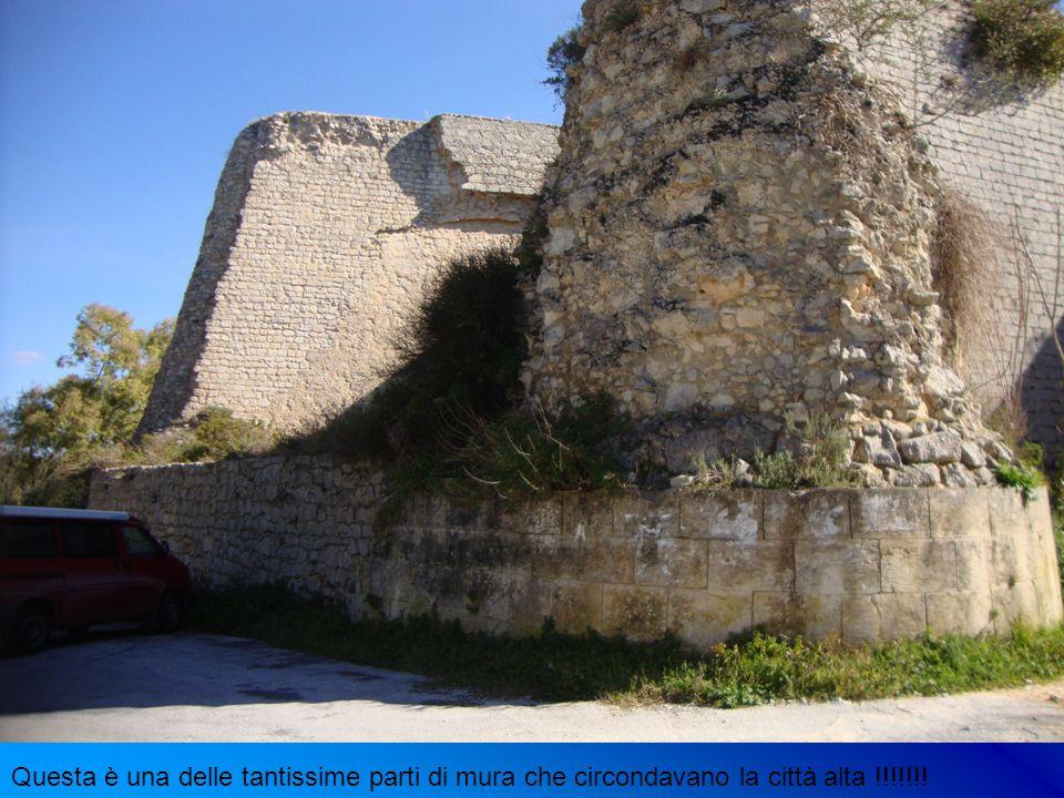 Questa è una delle tantissime parti di mura che circondavano la città alta !!!!!!!