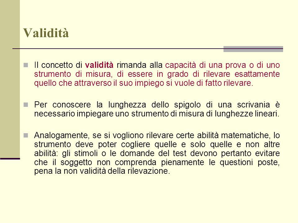 La progettazione di una prova oggettiva a) Definizione degli obiettivi operativi b) Strutturazione dei quesiti