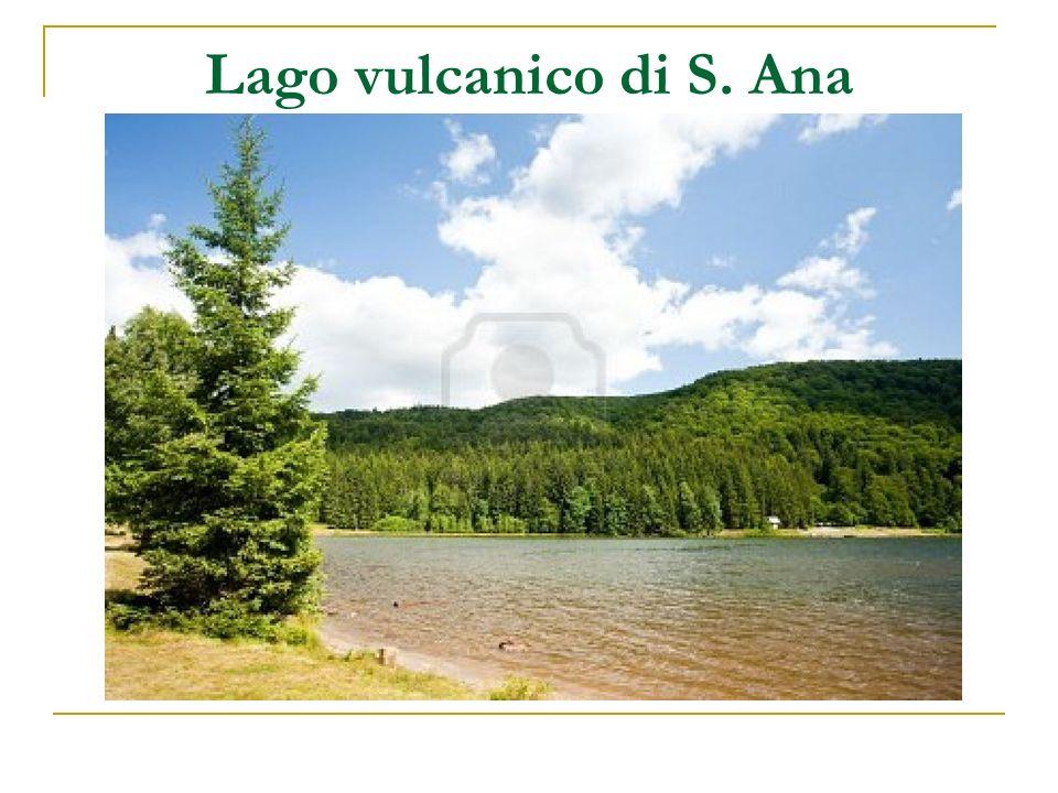 Lago vulcanico di S. Ana