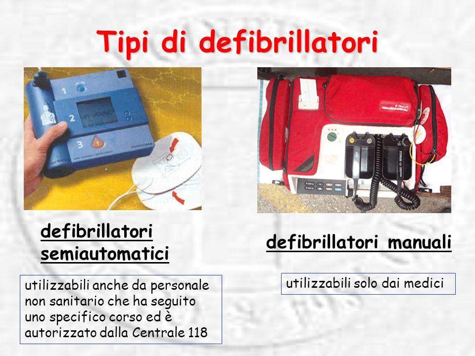 Tipi di defibrillatori defibrillatori manuali defibrillatori semiautomatici utilizzabili solo dai medici utilizzabili anche da personale non sanitario che ha seguito uno specifico corso ed è autorizzato dalla Centrale 118