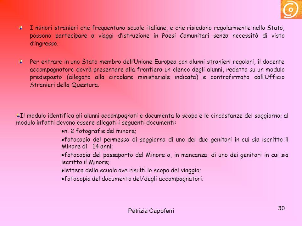 30 I minori stranieri che frequentano scuole italiane, e che risiedono regolarmente nello Stato, possono partecipare a viaggi distruzione in Paesi Com