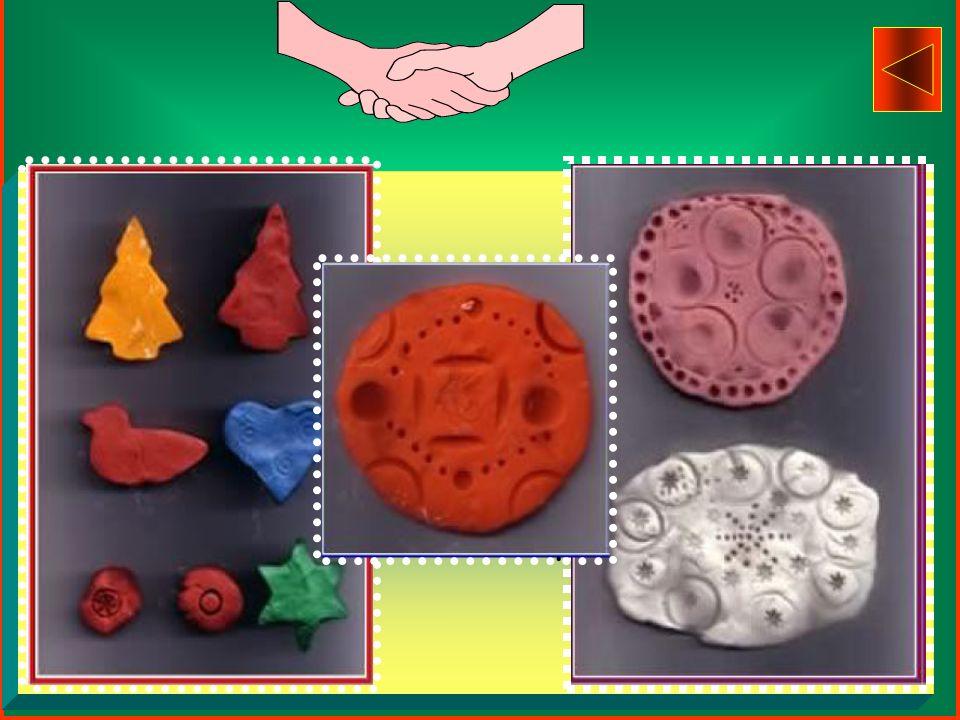Ogni sottogruppo effettua a turno le seguenti attività: -Uso delle TEMPERE per effettuare -impronte colorate di dita,mani, -metà mela o patata, facce
