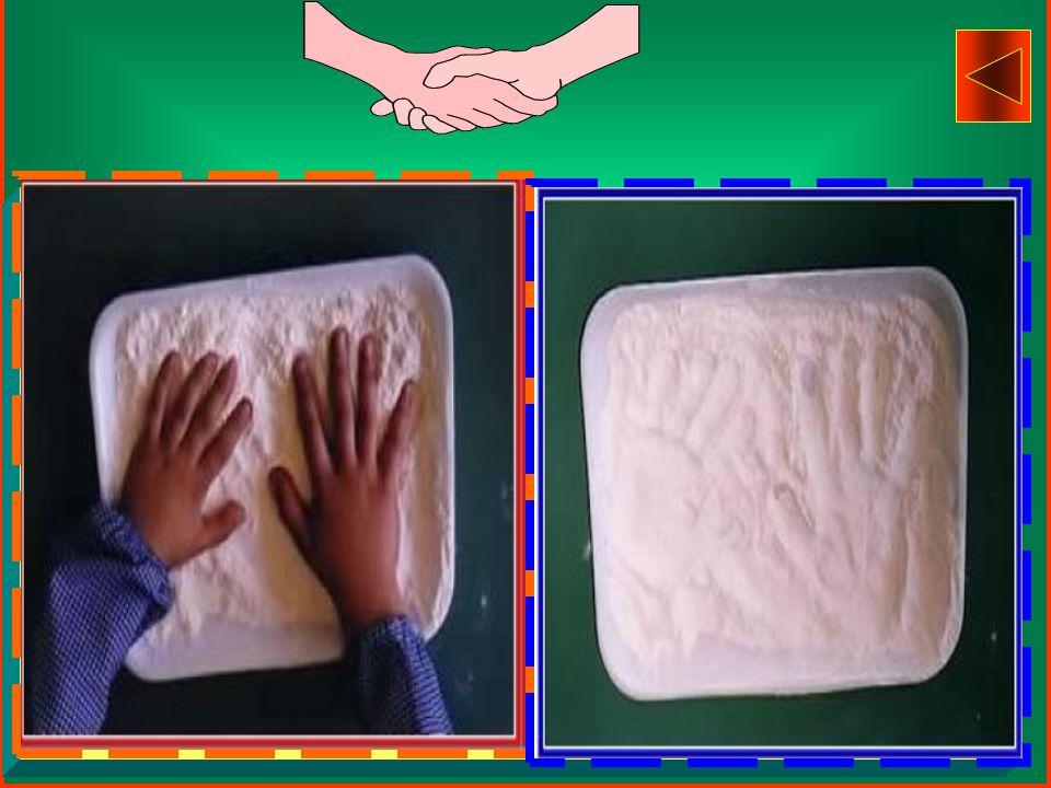 Uso della PLASTILINA sulla quale vengono impresse dita, monete, bottoni, tappi.... tutto ciò che i bambini ritengono adatto per realizzare vassoi, piz