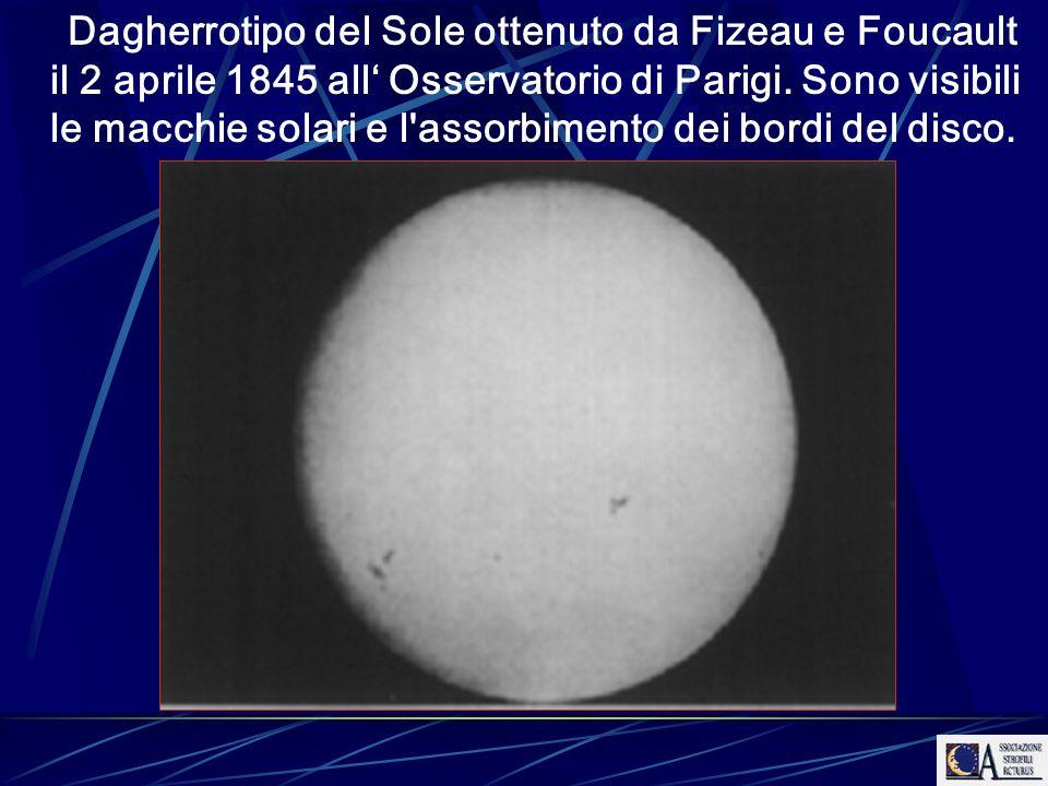Dagherrotipo del Sole ottenuto da Fizeau e Foucault il 2 aprile 1845 all Osservatorio di Parigi. Sono visibili le macchie solari e l'assorbimento dei