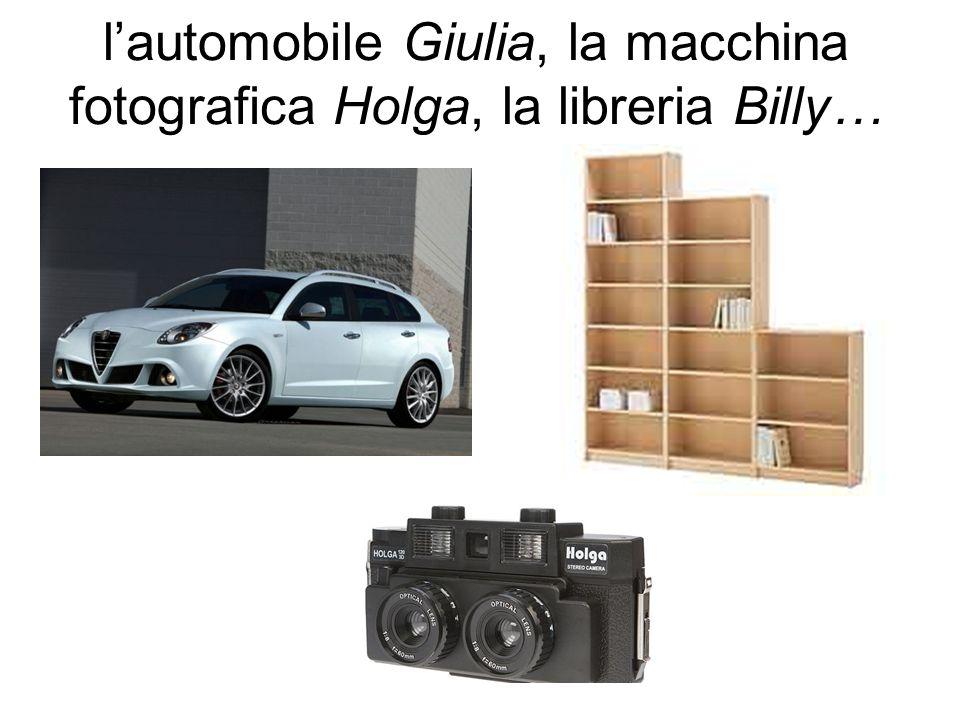 lautomobile Giulia, la macchina fotografica Holga, la libreria Billy…