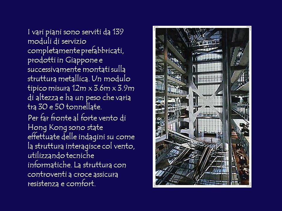 I vari piani sono serviti da 139 moduli di servizio completamente prefabbricati, prodotti in Giappone e successivamente montati sulla struttura metallica.