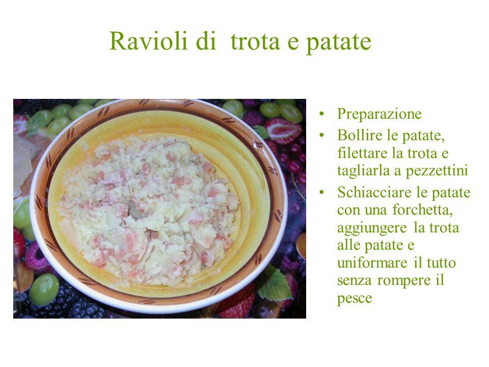 Preparazione Bollire le patate, filettare la trota e tagliarla a pezzettini Schiacciare le patate con una forchetta, aggiungere la trota alle patate e