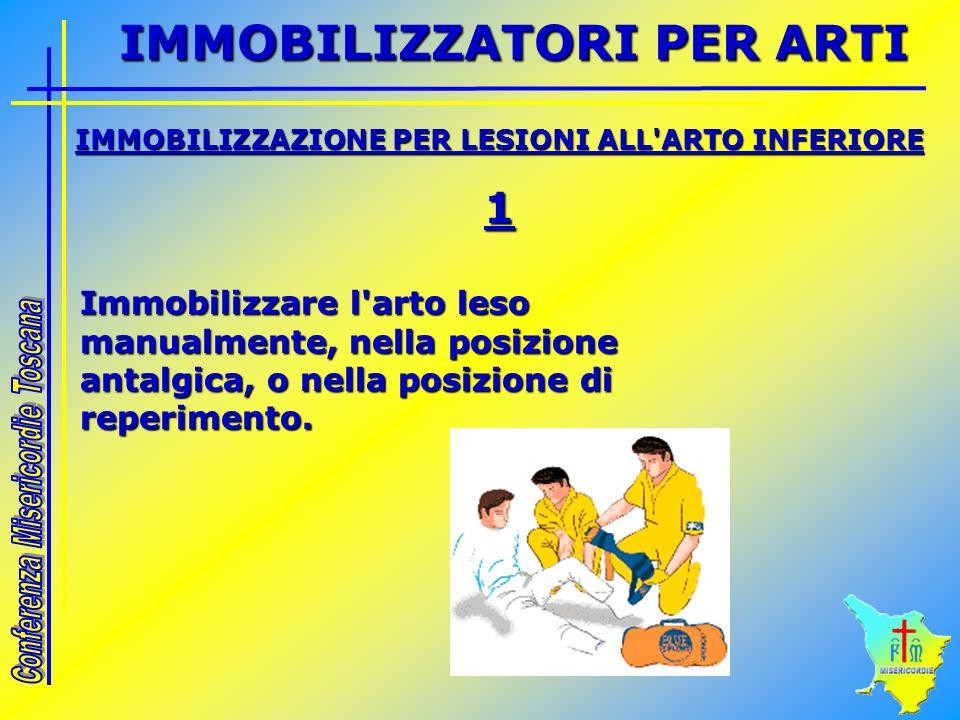 IMMOBILIZZAZIONE PER LESIONI ALL'ARTO INFERIORE 1 Immobilizzare l'arto leso manualmente, nella posizione antalgica, o nella posizione di reperimento.