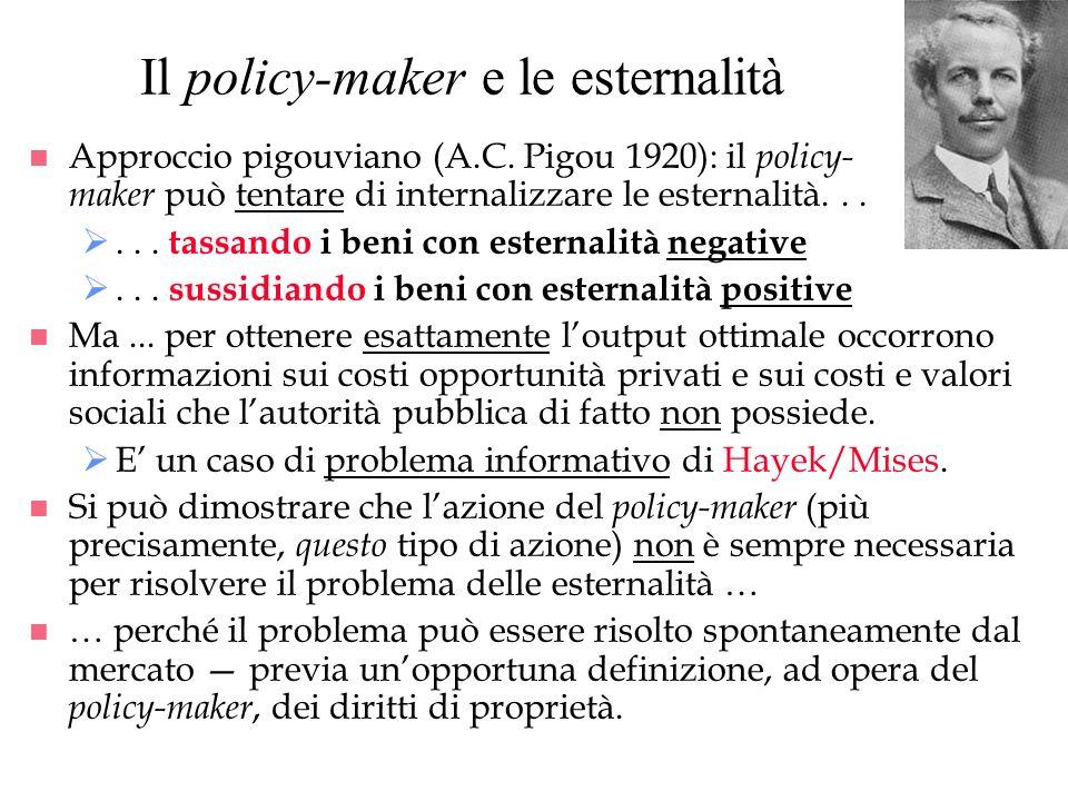 Il policy-maker e le esternalità n Approccio pigouviano (A.C. Pigou 1920): il policy- maker può tentare di internalizzare le esternalità...... tassand