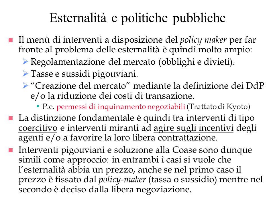 Esternalità e politiche pubbliche n Il menù di interventi a disposizione del policy maker per far fronte al problema delle esternalità è quindi molto