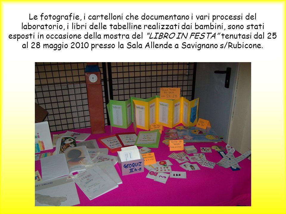 Le fotografie, i cartelloni che documentano i vari processi del laboratorio, i libri delle tabelline realizzati dai bambini, sono stati esposti in occ