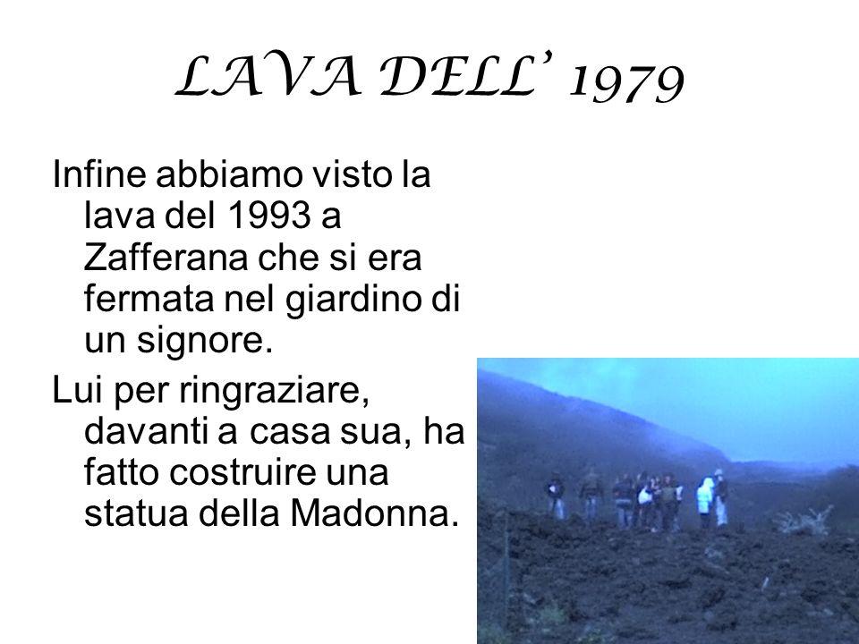 LAVA DELL 1979 Infine abbiamo visto la lava del 1993 a Zafferana che si era fermata nel giardino di un signore. Lui per ringraziare, davanti a casa su
