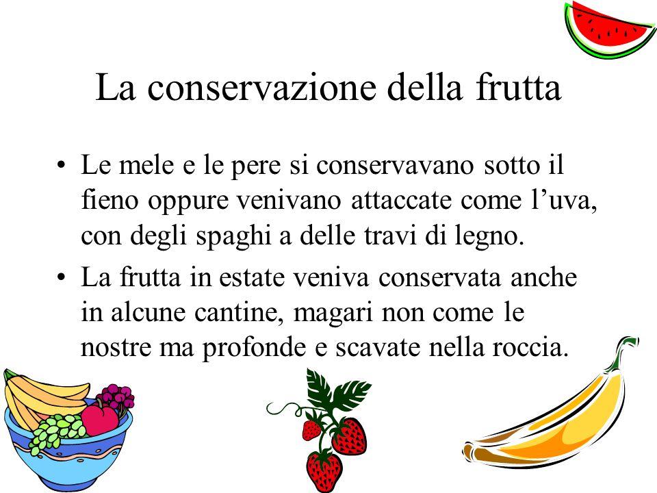 La conservazione della frutta Le mele e le pere si conservavano sotto il fieno oppure venivano attaccate come luva, con degli spaghi a delle travi di