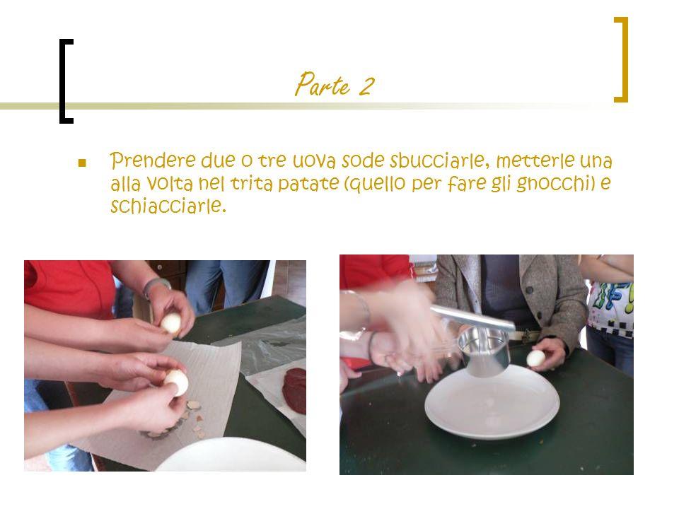 Parte finale Prendere un piatto di portata e posare sopra i fagottini, una per ogni invitato (circa).