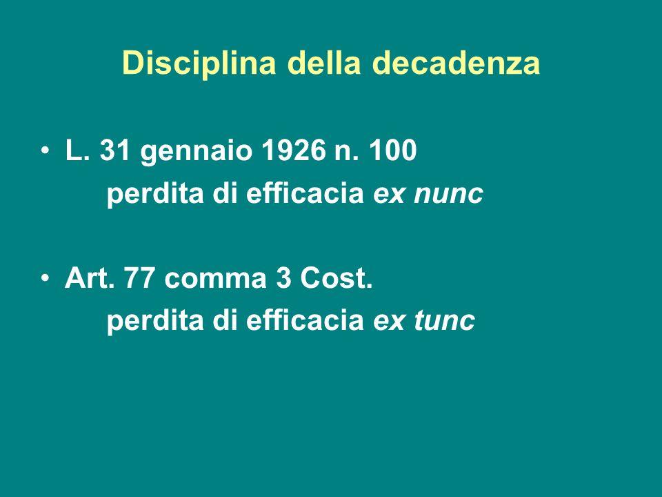 Disciplina della decadenza L. 31 gennaio 1926 n. 100 perdita di efficacia ex nunc Art. 77 comma 3 Cost. perdita di efficacia ex tunc