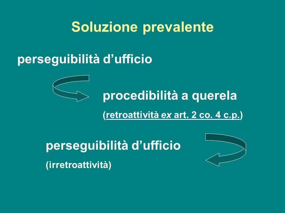 Soluzione prevalente perseguibilità dufficio procedibilità a querela (retroattività ex art. 2 co. 4 c.p.) perseguibilità dufficio (irretroattività)