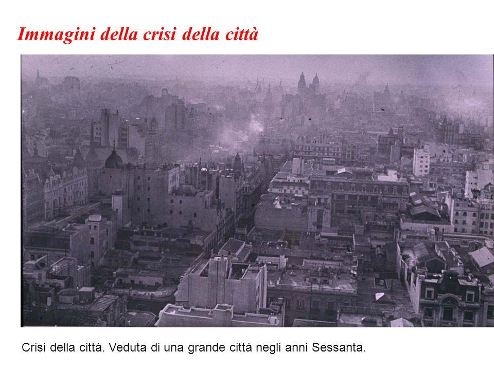 Crisi della città. Veduta di una grande città negli anni Sessanta. Immagini della crisi della città
