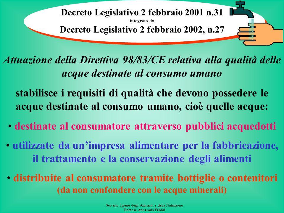 Servizio Igiene degli Alimenti e della Nutrizione Dott.ssa Annamria Fabbri Utilizzo di un pozzo privato in unindustria alimentare (nella regione Marche ai sensi delle DGR n.339/06, n.741/06 e n.340/07) Lutilizzo dell acqua destinata al consumo umano derivante da approvvigionamento privato, in una industria alimentare, deve essere indicato nella DIA prevista dalle DGR n.339/06, n.741/06 e n.340/07, allegando la seguente documentazione: a – un certificato analitico, non anteriore a tre mesi, di almeno un controllo di verifica alla captazione, comprensivo della ricerca di salmonella, nonché un certificato analitico di un controllo effettuato su un campione prelevato dopo eventuale trattamento, che sia conforme al D.Lgs.31/01, (i parametri da effettuare in tale controllo dipenderanno dallesito delle analisi alla captazione e dal tipo di impianto di trattamento e riguarderà comunque un controllo di un numero limitato di parametri); b - la relazione tecnica contenete le caratteristiche dell impianto di captazione e di distribuzione dellacqua (con relativa planimetria) e degli eventuali impianti di trattamento e/o di disinfezione.