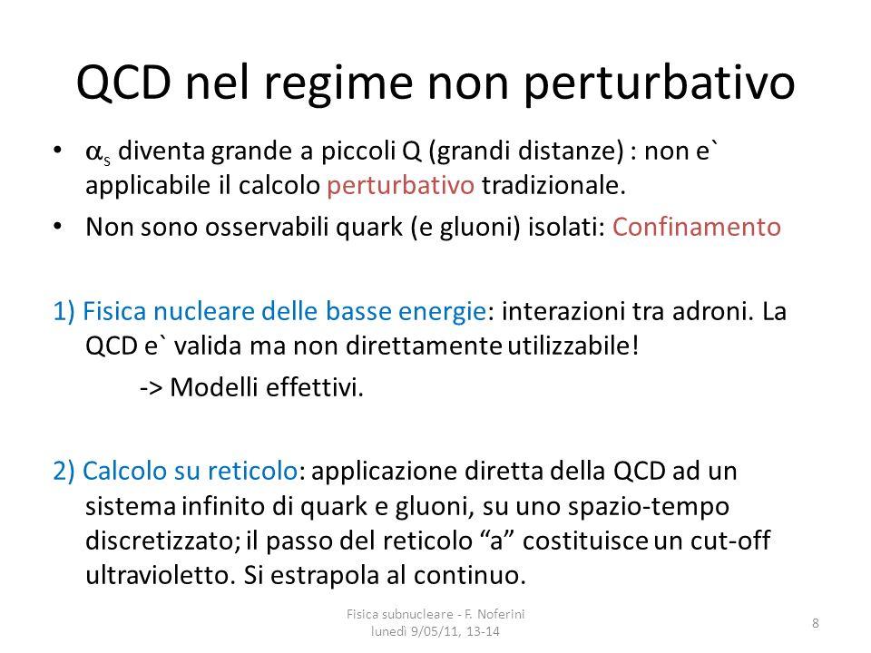 La transizione di fase QCD I calcoli di QCD su reticolo dimostrano che in un sistema (infinito, omogeneo, allequilibrio) di gluoni e quark (e antiquark) avviene una transizione da una fase confinata (adroni) ad una deconfinata (QGP: Quark-Gluon Plasma) quando la temperatura supera un valore critico T c (170-200 MeV).