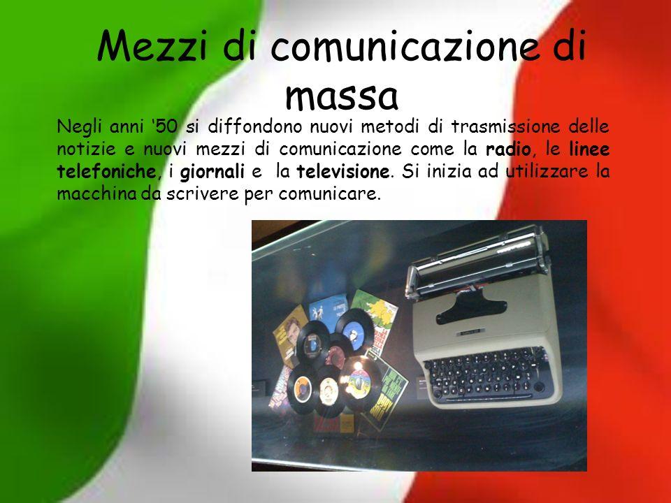 Mezzi di comunicazione di massa Negli anni 50 si diffondono nuovi metodi di trasmissione delle notizie e nuovi mezzi di comunicazione come la radio, l