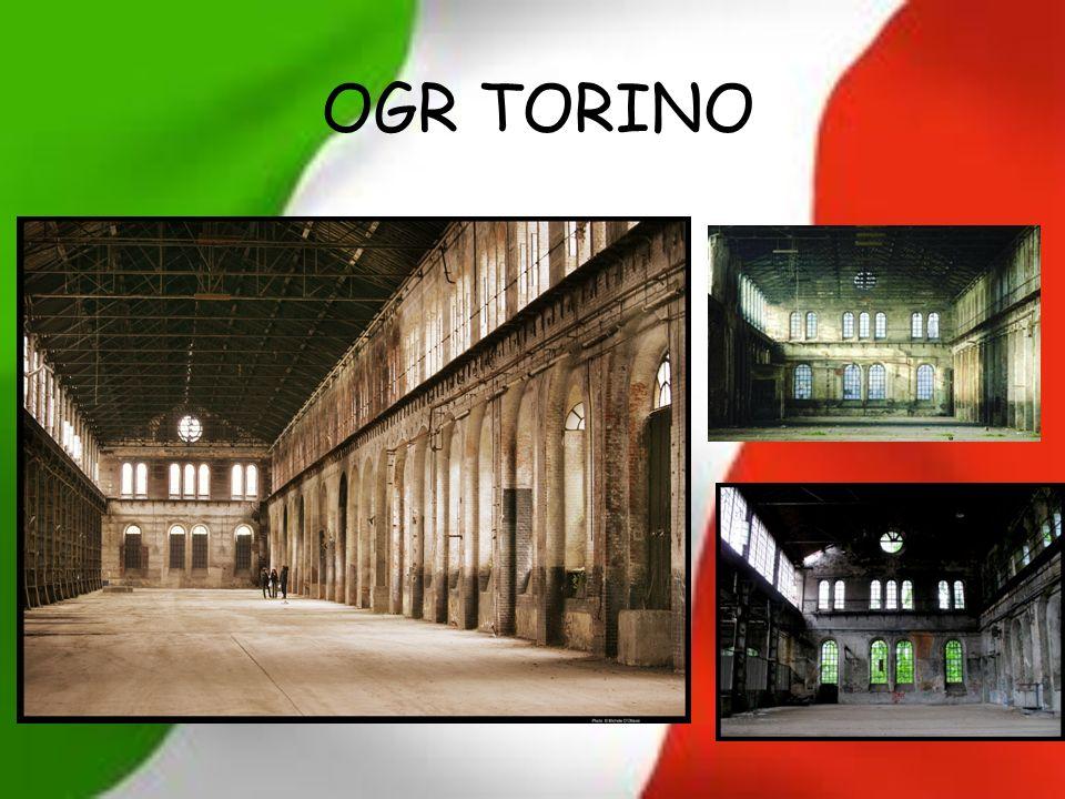 Salendo sullascensore che conduce sopra lAula del Tempio si può arrivare ad una terrazza che gira intorno alla punta della Mole Antonelliana da cui si può ammirare Torino dallalto e si possono scattare foto suggestive.