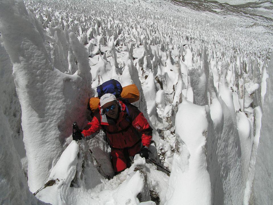 Ma ciò che li ha accomunati negli anni è stata la passione per la montagna e per lavventura: formatisi attraverso scuole differenti, nel tempo, hanno raggiunto oltre 40 quattromila delle Alpi e, insieme, hanno allattivo quattro delle SEVEN SUMMITS: Il KILIMAGIARO in Africa, lELBRUS (con gli sci) nel Caucaso, da loro definita come forse la più bella scialpinistica mai realizzata, il MC KINLEY (DENALI) in Alaska e lACONCAGUA in Argentina.
