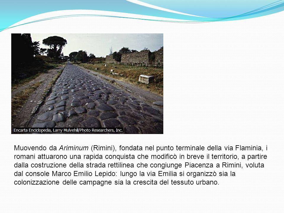 Muovendo da Ariminum (Rimini), fondata nel punto terminale della via Flaminia, i romani attuarono una rapida conquista che modificò in breve il territ