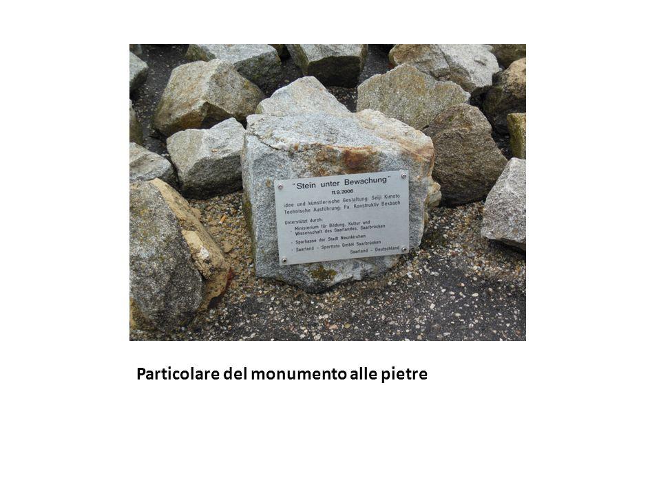 Particolare del monumento alle pietre