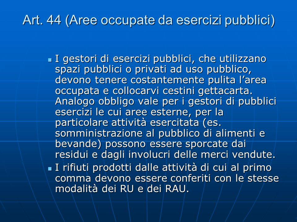 Art. 44 (Aree occupate da esercizi pubblici) I gestori di esercizi pubblici, che utilizzano spazi pubblici o privati ad uso pubblico, devono tenere co