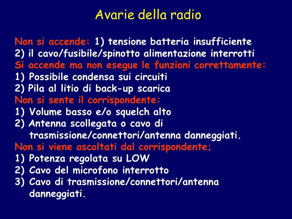 Avarie della radio Non si accende: 1) tensione batteria insufficiente 2) il cavo/fusibile/spinotto alimentazione interrotti Si accende ma non esegue l