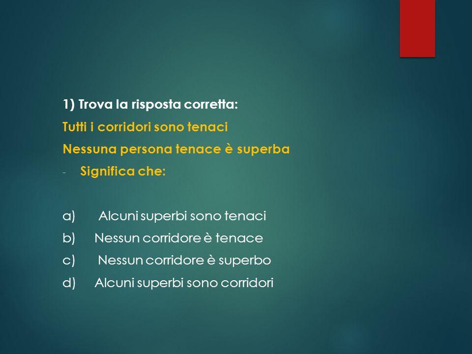 12) C È UNA SCATOLA CONTENENTE GETTONI DA GIOCO.