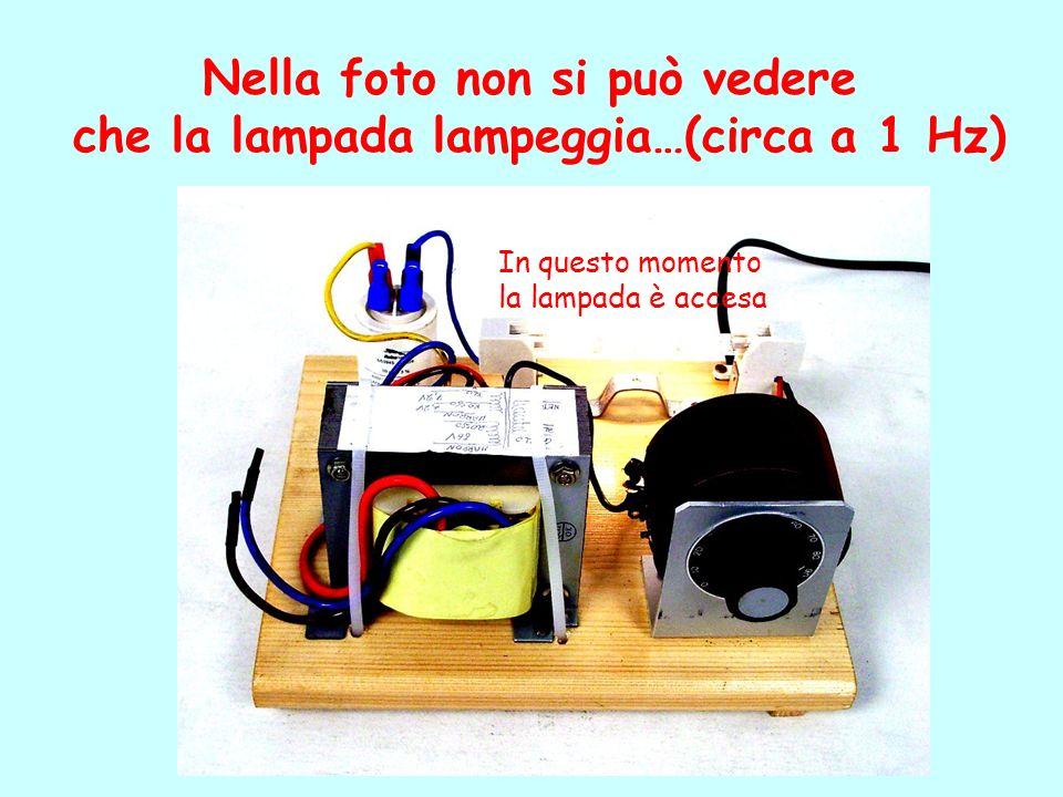 Nella foto non si può vedere che la lampada lampeggia…(circa a 1 Hz) In questo momento la lampada è accesa