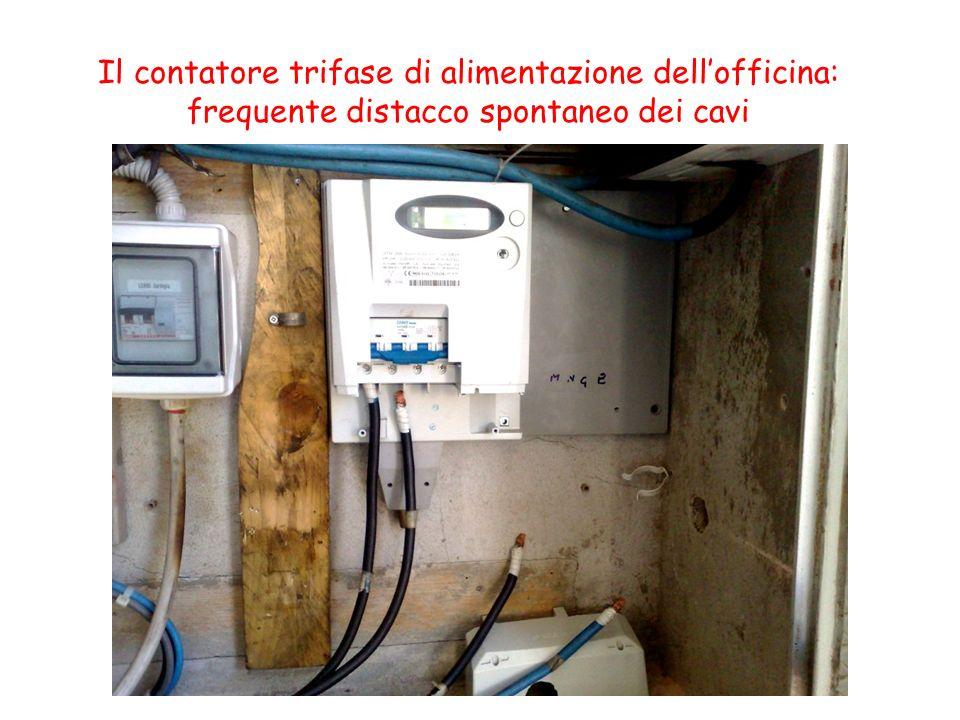 Il contatore trifase di alimentazione dellofficina: frequente distacco spontaneo dei cavi
