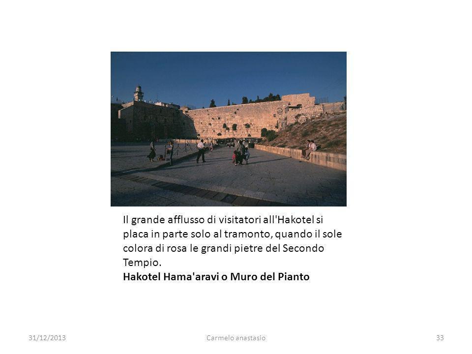 Il grande afflusso di visitatori all'Hakotel si placa in parte solo al tramonto, quando il sole colora di rosa le grandi pietre del Secondo Tempio. Ha