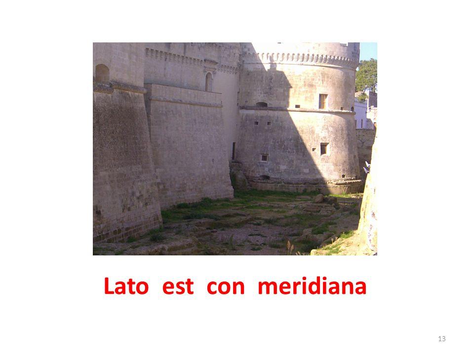 Portale che fiancheggia il Castello 14