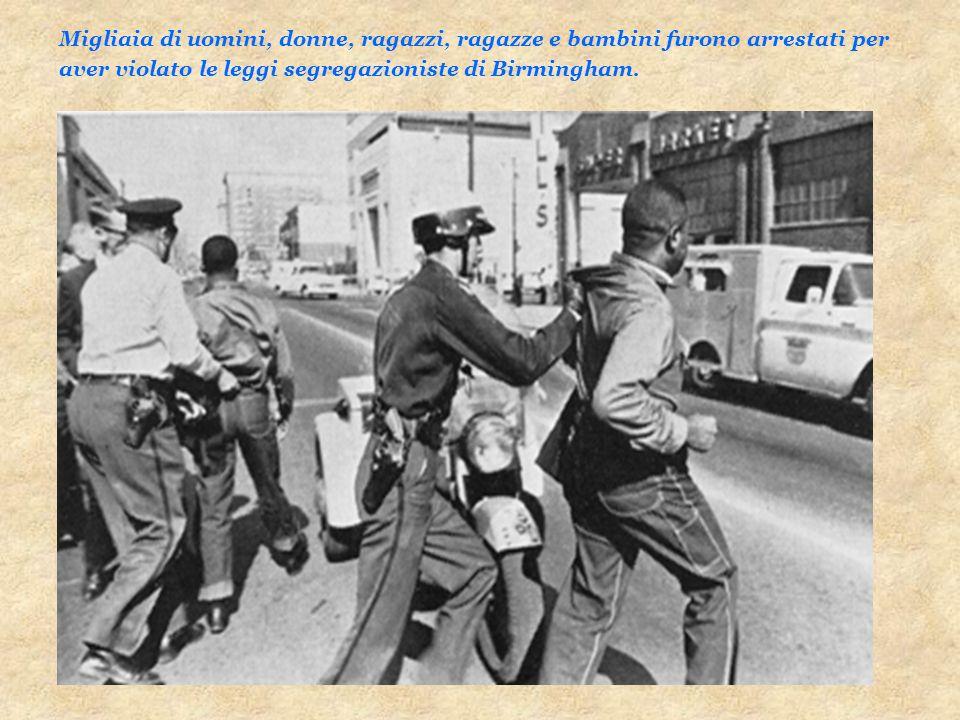 Migliaia di uomini, donne, ragazzi, ragazze e bambini furono arrestati per aver violato le leggi segregazioniste di Birmingham.