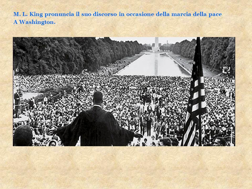 M. L. King pronuncia il suo discorso in occasione della marcia della pace A Washington.